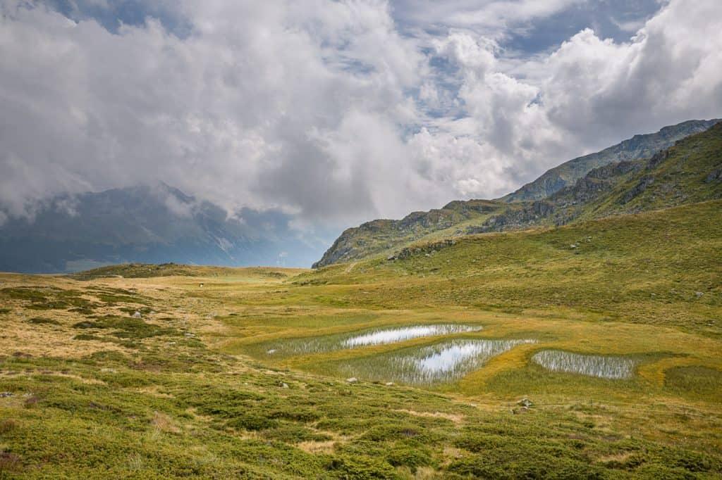 Les gouilles d'Essertze, proches du complexe immobilier Dixence Resort en Valais, Suisse