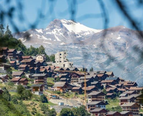 Village d'Hérémence dans le Val d'Hérens, Valais, Suisse | Dixence Resort