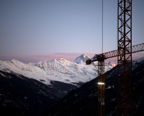 Vue sur les montagnes valaisannes depuis Hérémence | Complexe hôtelier et résidence Dixence Resort
