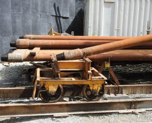 Train de tiges dans le cadre du forage de prospection pour l'eau thermale - Combioula